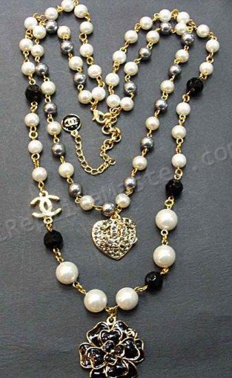 77f16b926ea9 Chanel Blanc Collier de perles Réplique - €80   Replique suisses OnSale
